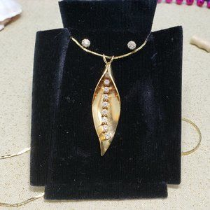 Vintage faux leaf gold plated rhinestone necklace